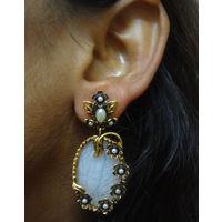 Beautiful modern take on earring-KEG109