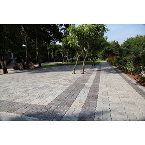 ZIG ZAG DESIGN HEAVY DUTY PAVER BLOCK (60MM THICKNESS), grey