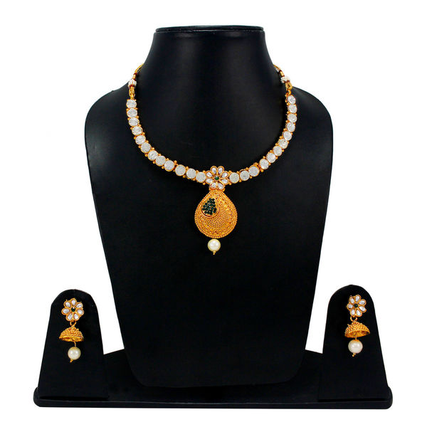 Elegant Look Necklace Set Adorned With Green Stones
